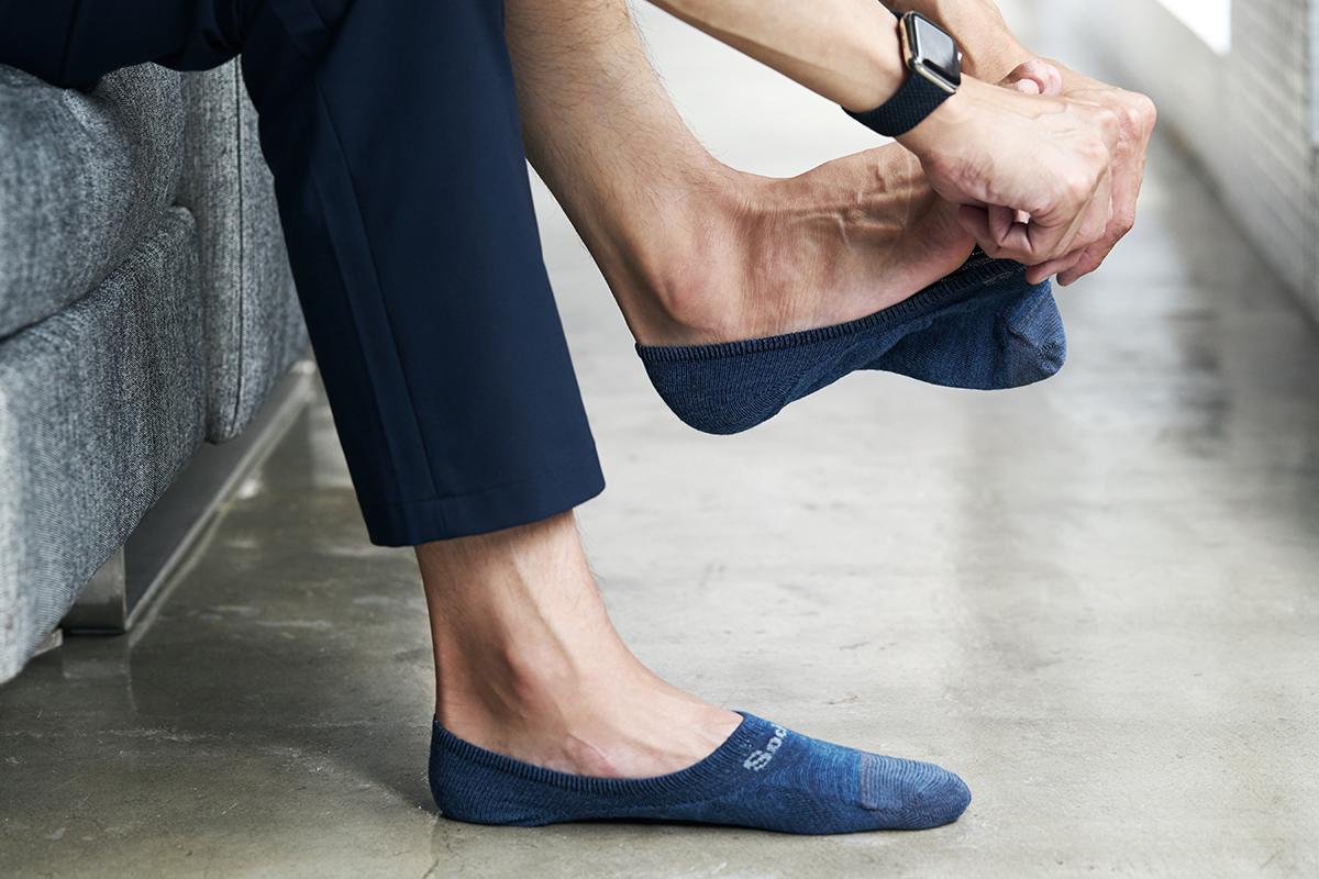 脱げやすさを軽減する3つの方法「フットカバーを、かかとから履く」 天然のエアコンと言われるメリノウールを使用。脱げにくく、ムレ知らずのフットカバー Sockwell(ソックウェル)