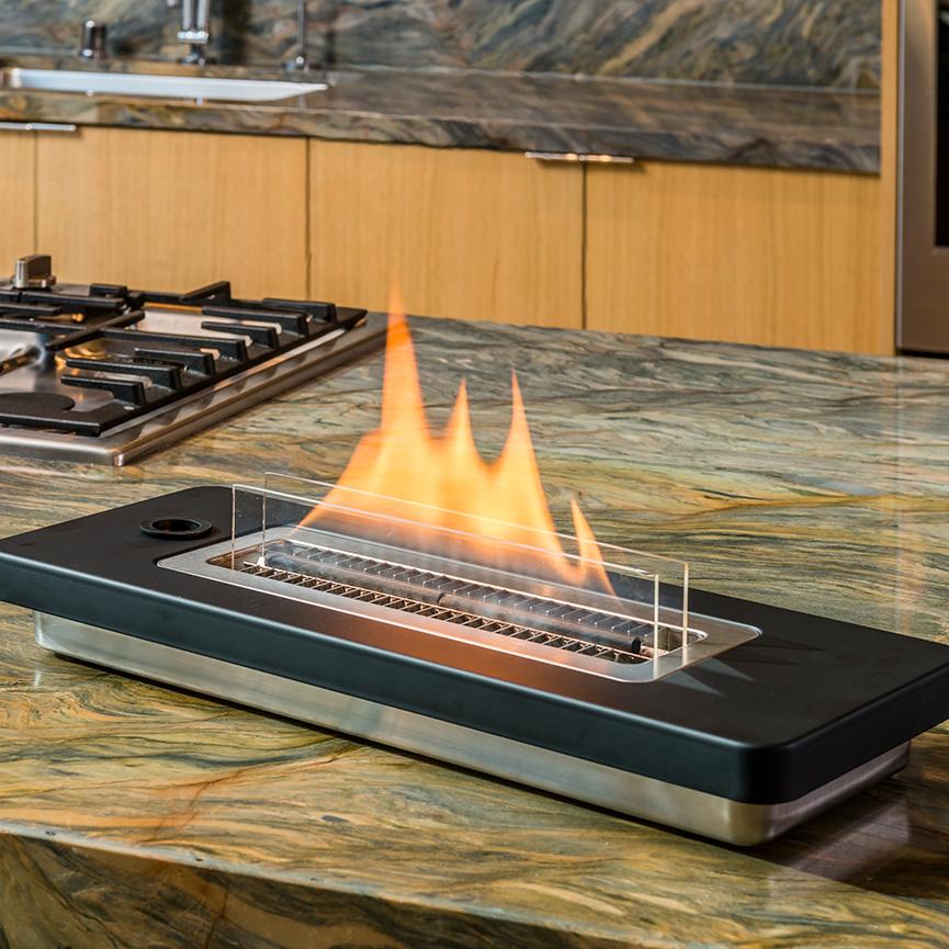 使い方も手入れもカンタン。安全な専用オイル使用で、煙が出ない、テーブルに置ける「焚き火」|LOVINFLAME