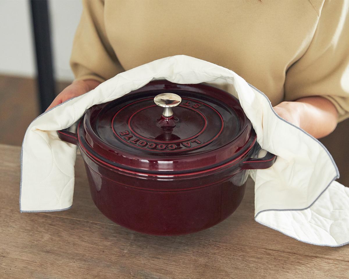 3層構造のキルティング生地だから、熱々の鍋を運んだり、蓋を開けたりする際にミトン代わりにもなってくれて便利。キッチンふきん|YARN HOME UKIHA(ヤーンホーム ウキハ)