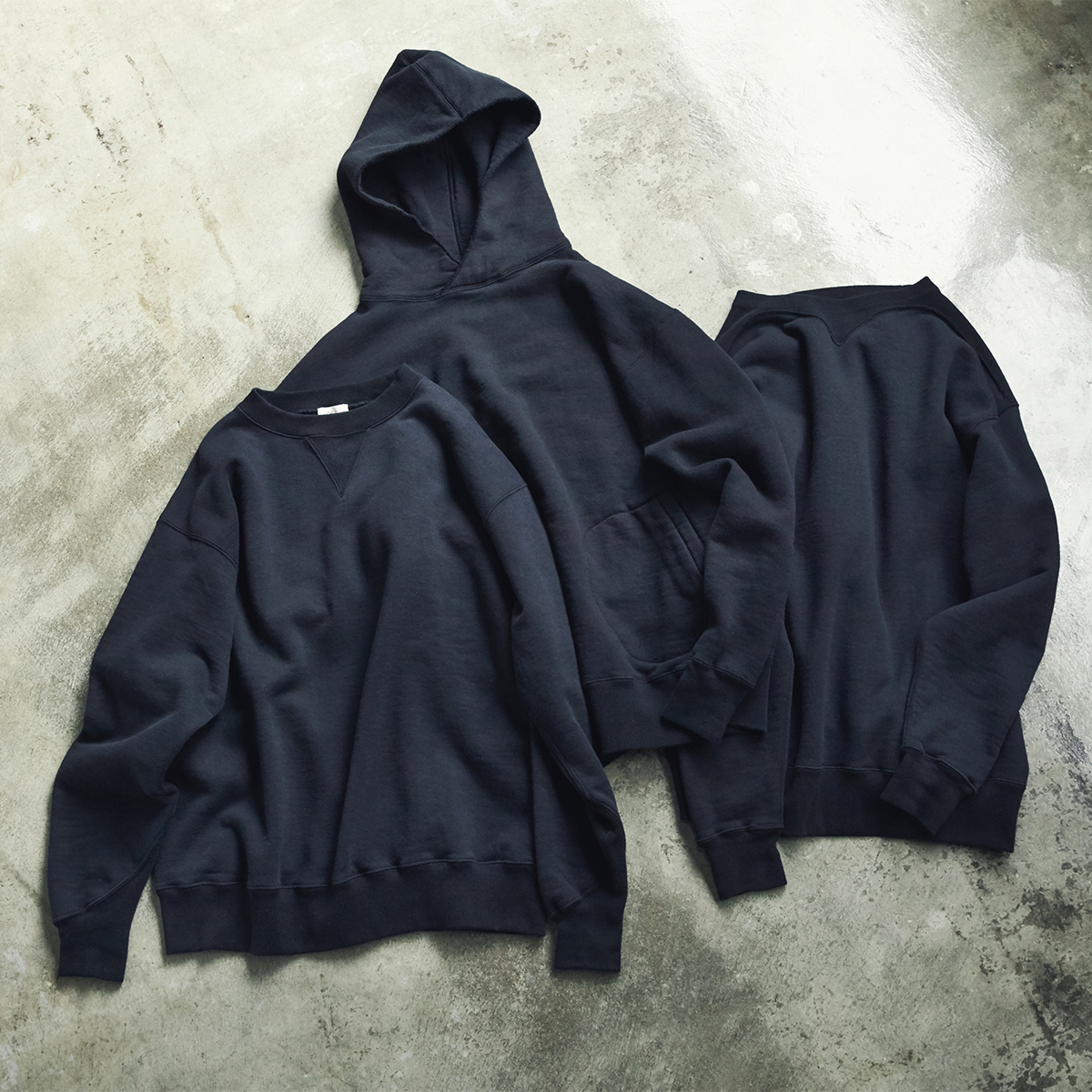 100年前のサイドラインパーカを原型とした、MONOCOでも大人気のスウェットに、新たに加わったのは「ブラック」「トレーニングシャツ」|A.G. Spalding & Bros