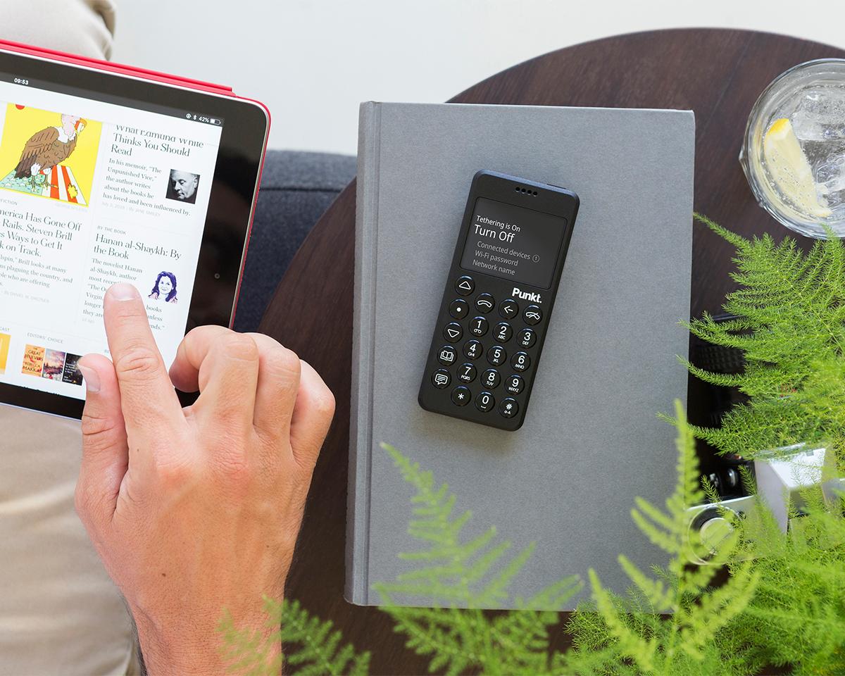 今使っているモバイル端末と連携できるから、カメラ機能や動画鑑賞、SNS、メール等はそのまま使える携帯電話・ミニマムフォン|Punkt.(プンクト)