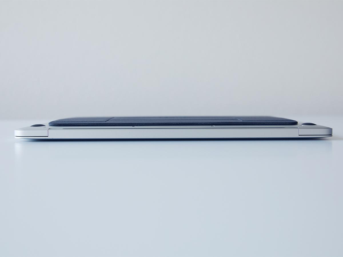 見えないほど「薄く」、忘れるほど「軽い」。目線が上がり姿勢が楽々、タイピングも快適になる薄さ3ミリの「ノートPCスタンド」|MOFT(モフト)