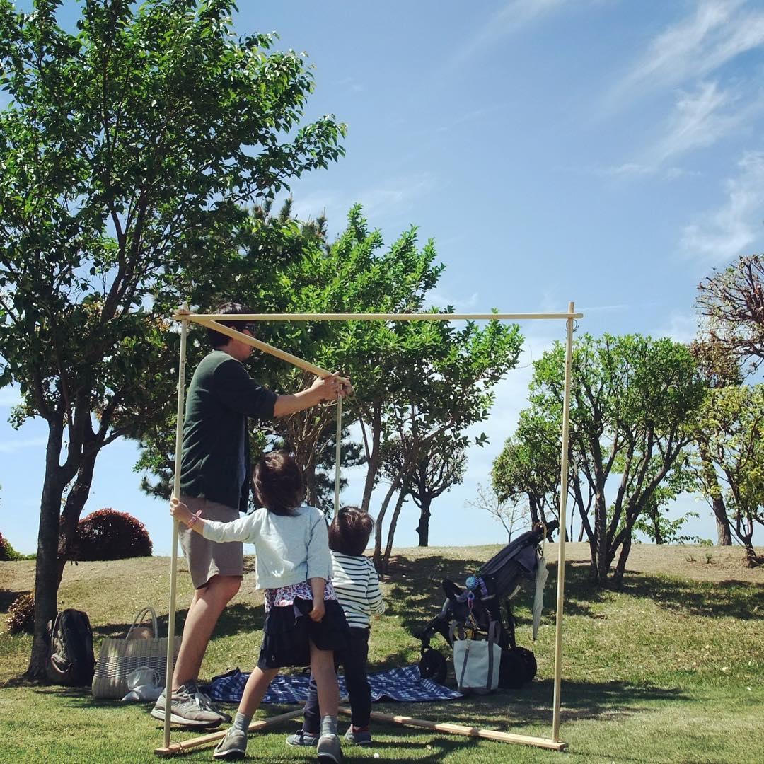 ① 組み立て方は、子どももテントづくりに参加できるくらい簡単。専用道具が要らない、パーツも軽量の「帆布テント」|LA TENTE ISLAISE(ラ・タント・イレーズ)