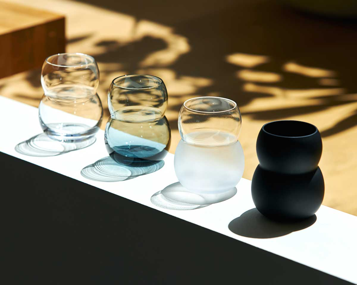 注いだ飲みものをおいしそうに見せ、香りが滞留しやすいフォルム。持ちやすさ、使いやすさ抜群。丸みとくびれのあるお洒落なデザイン|双円(そうえん)のグラス