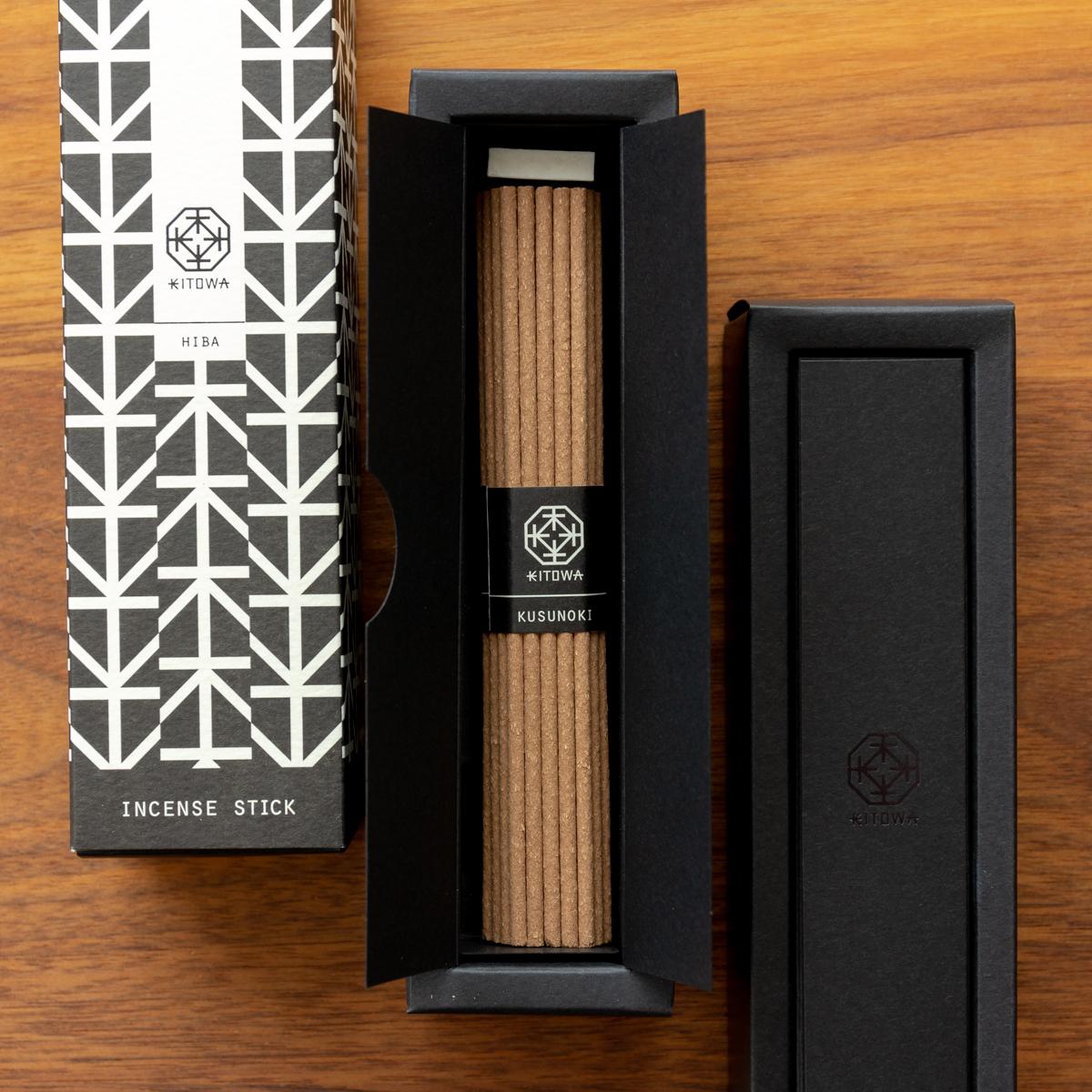 日本の樹木から抽出した天然オイルと、厳選された西洋の香原料とのマリアージュ。その配合の塩梅もバランス良く、とても美しい香りのインセンススティック(お香)|KITOWA