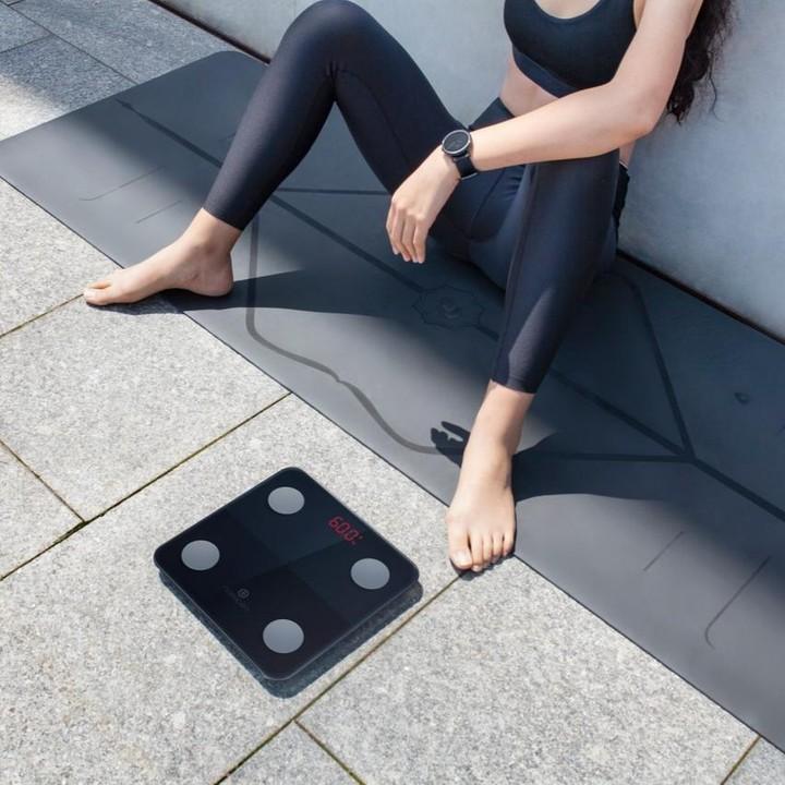 健康管理もダイエットも続けられる。乗るだけでスマホアプリに体重を自動で記録、楽しく継続できる「スマート体重計」|MINIMI(ミニミ)