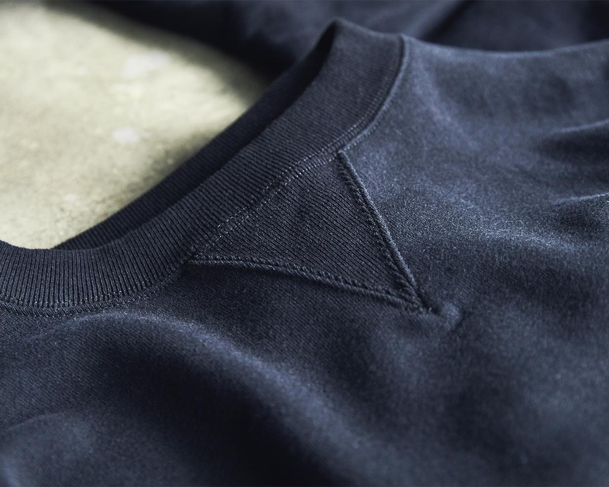 風合いを残したまま鮮やかに発色させたのが特徴。スポルディング社の名作から、現存していない「ブラック」をMade in Japanで「トレーニングシャツ」|A.G. Spalding & Bros