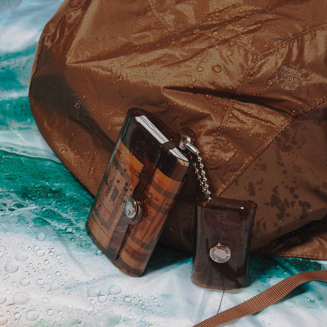 生地の裏側まで水を通さない高耐水性&高強度の素材「30D Cordura」。軽くて強靭なパラシュートと同じ素材のバックパック|Matador freefly16