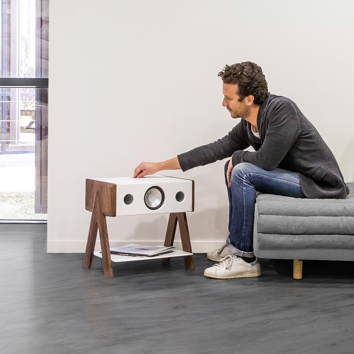 洗練された見た目と同じく、操作もシンプル。美しい家具のような高級スピーカー・オーディオ家具|La Boite Concept CUBE(ラ ボアット コンセプト キューブ)