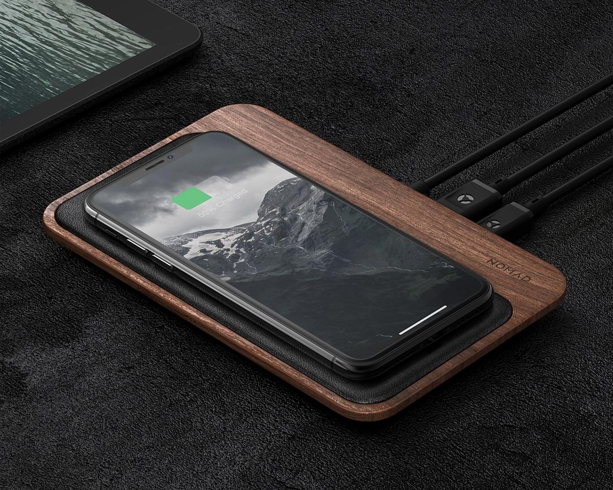 中央・左・右と幅広いエリアで、手軽に高速で充電が可能。iPhone、AirPodsを飾るようにまとめてチャージ、2つのUSBポートを備えたおしゃれな「ワイヤレス充電ベース」| NOMAD | Base Station