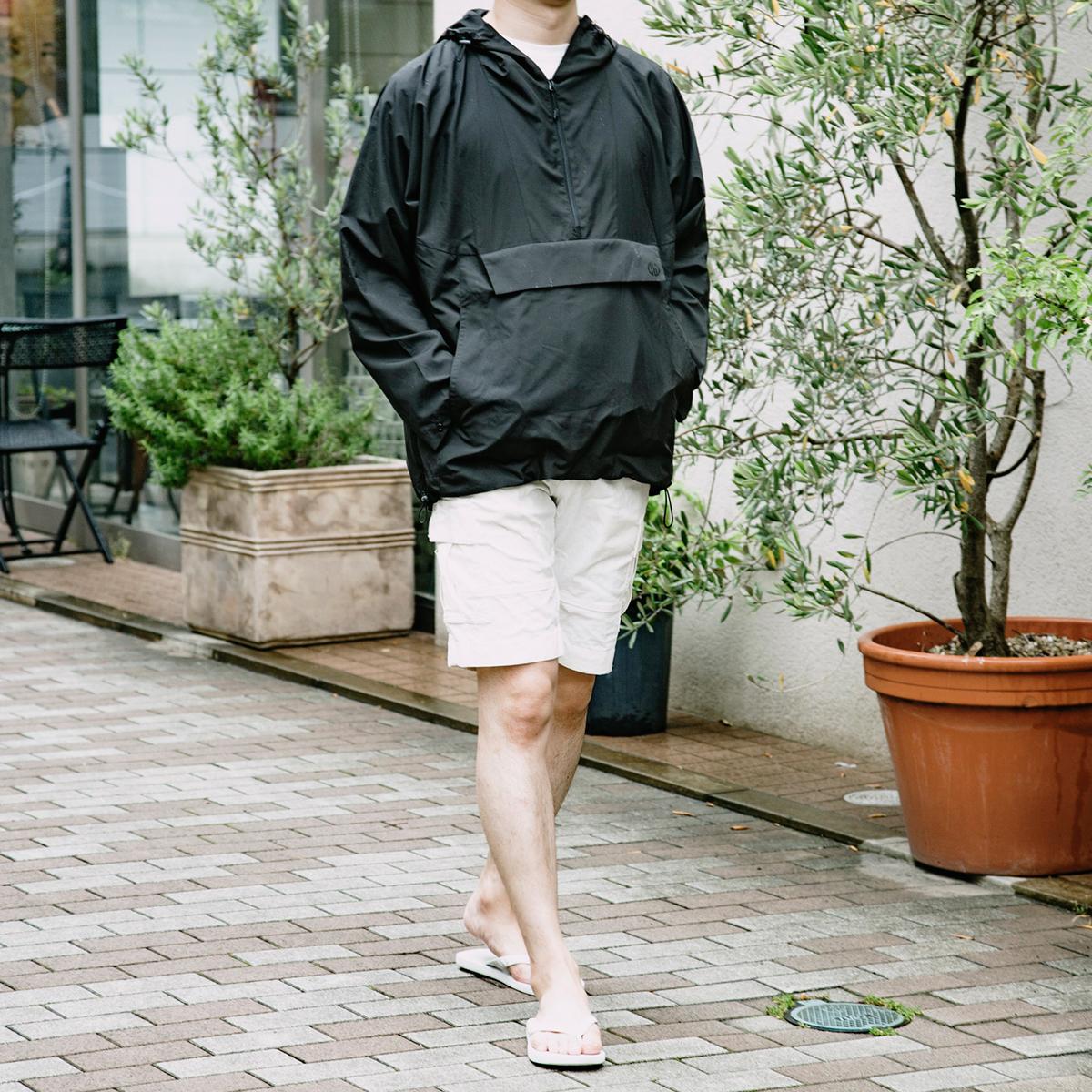男性も女性も着られるユニセックスデザイン(レディース・メンズ)|日中はサコッシュ、肌寒い朝晩はアウターに!水滴が滑り落ちる高撥水素材の「バッグ一体型パーカー」| SANYO ENJIN