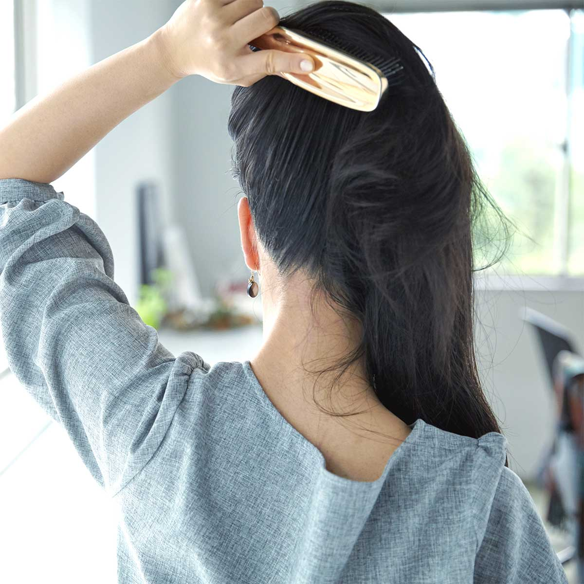 朝晩ブラッシングで頭皮の血行刺激。スカルプブラシ(育毛ブラシ)|SCALP BRUSH(スカルプブラシ)