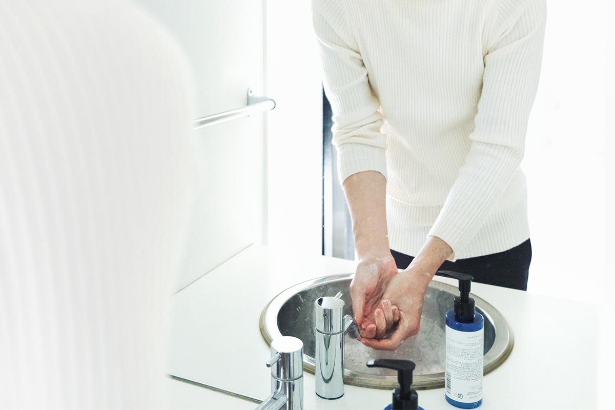 リモートワークが急に増えて、ダントツの悩みは、「オンオフの切り替えがしづらい」。なんと、約3人に1人(35%)が悩んでいるなら、手洗いがおすすめ。バンドソープ(液体石鹸)|tet. hand soap REFRESH(テト ハンドソープ リフレッシュ)
