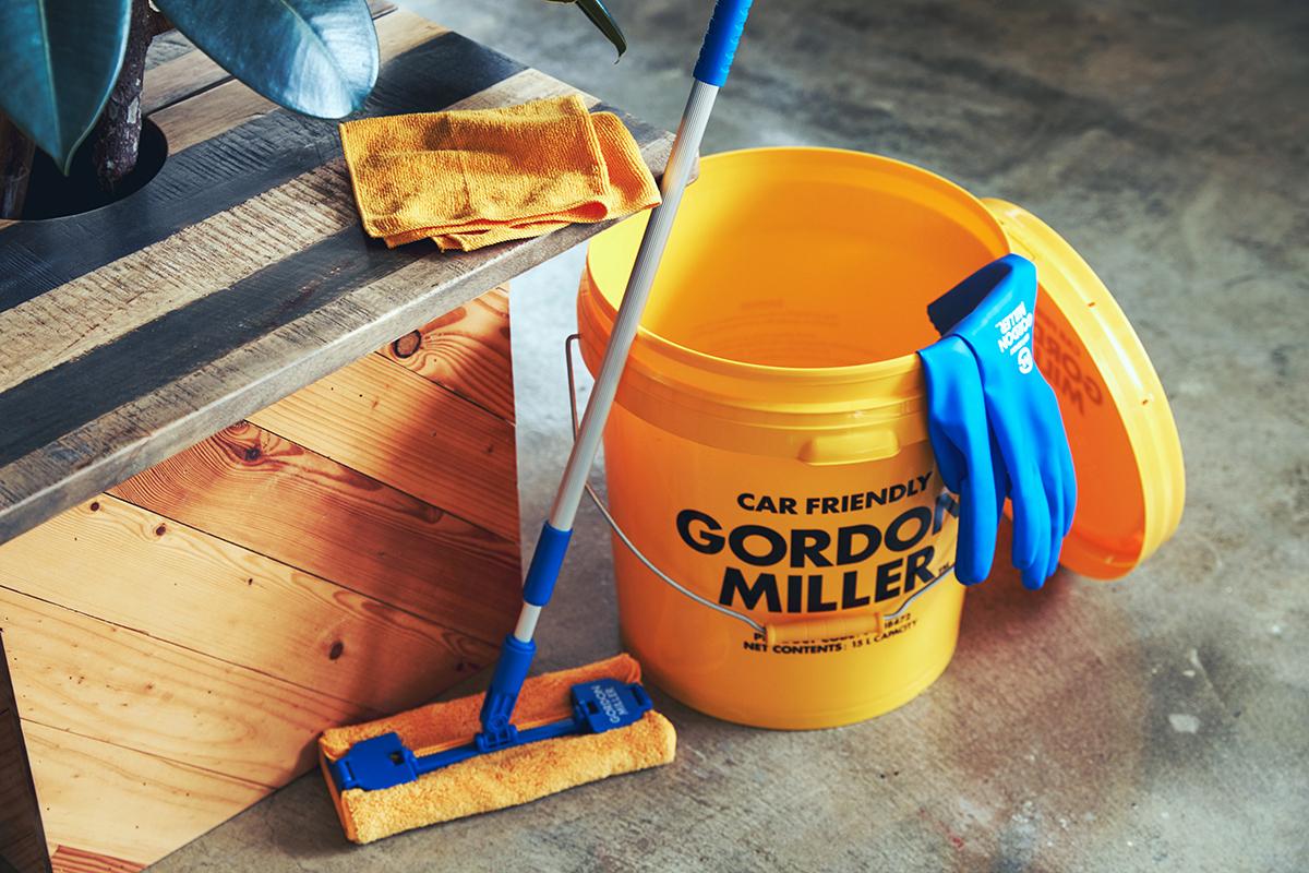 おしゃれな洗車道具を、おうちの掃除に取り入れるだけで、気分も、重い腰も、グンと上がります。車用品のオートバックスから生まれたプロ仕様。スタイリッシュでオシャレな気分が上がる掃除道具。カー用品のオートバックスから生まれた『GORDON MILLER』(ゴードンミラー)