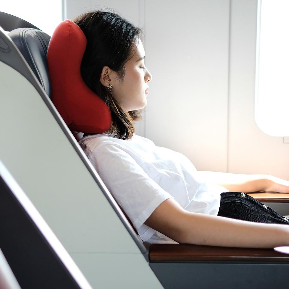 人間工学による設計で、映画鑑賞もごろ寝も「頭がラク」な携帯枕|ソファピロー