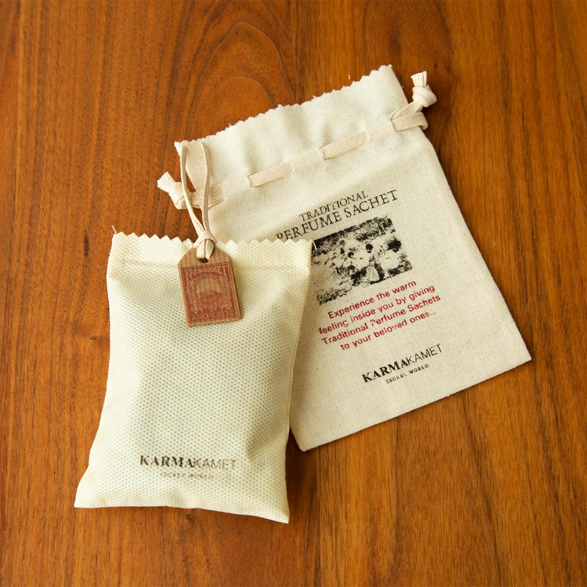 吸水性にすぐれたインド洋の軽石、シナモン、クローブなどのスパイスに、職人がひとつひとつ手作業で香りを染みこませたサシェ・匂い袋・香り袋|タイ王室御用達のアロマブランド『KARMAKAMET(カルマカメット)』