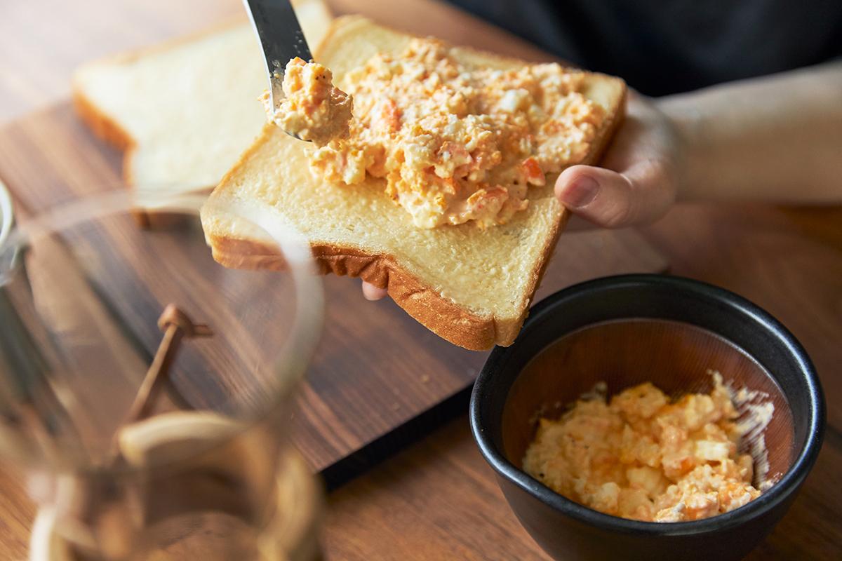 あっという間に美味しい卵料理ができる。鉢の中で玉子サンドやポテトサラダが完成!そのまま器になる石見焼のすり鉢とすりこぎ棒|もとしげ