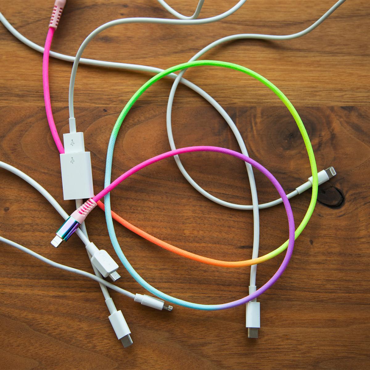 蛍光色のグラデーションに気分が上がる。断線しにくく丈夫、ひと目でわかる存在感の「Lightning USBケーブル」| addip
