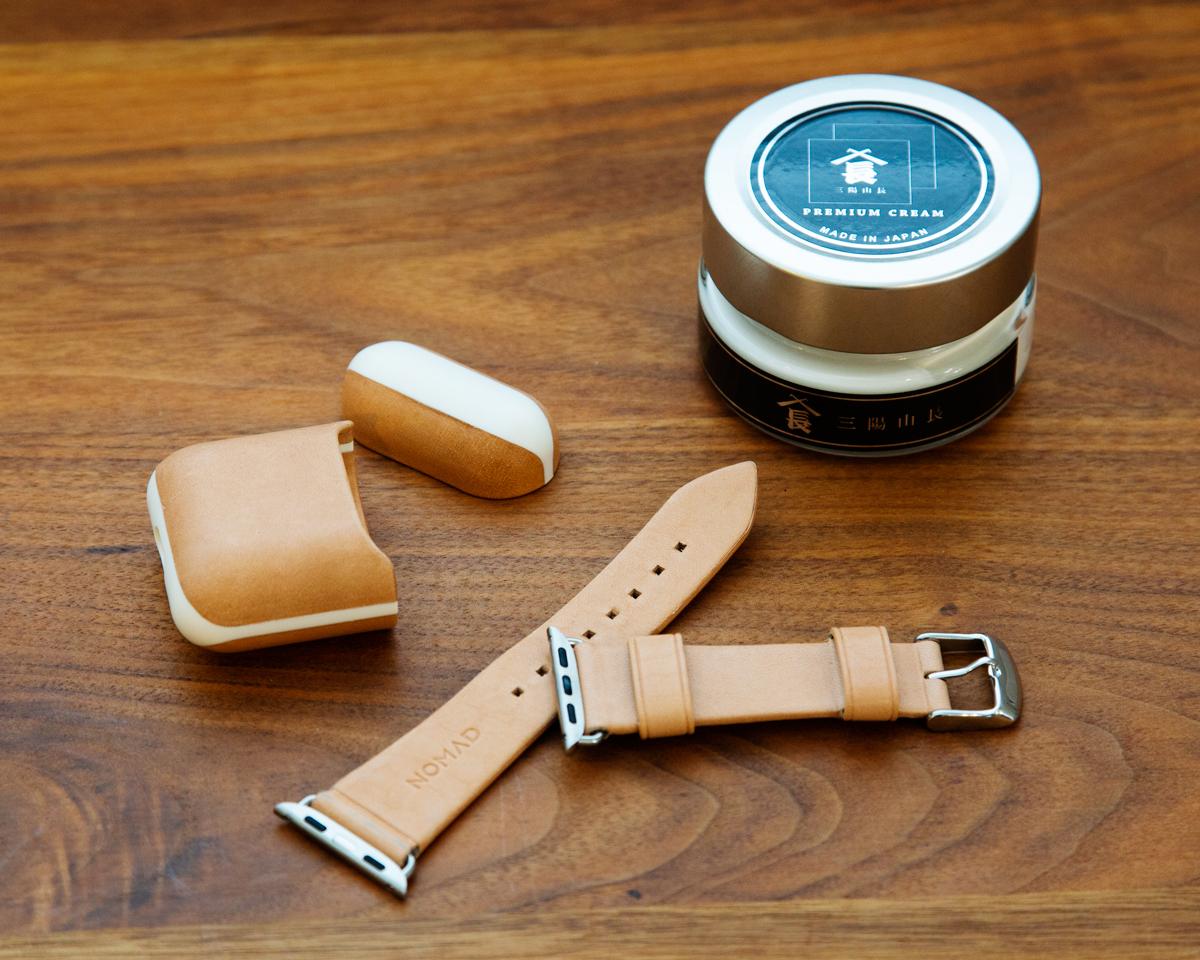 飴色に育てるお手入れ習慣。味わいのある飴色へと育て甲斐があるヌメ革のApple Watchバンド・AirPodsケース|NOMAD