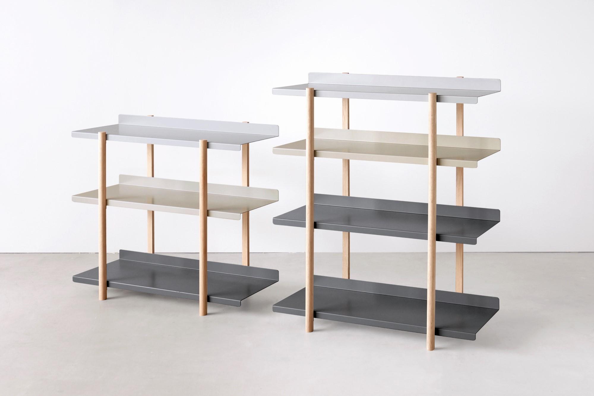 シェルフは「4段タイプ」と「3段タイプ」の2種類。色違いの棚板を入れ替えるたびに、新鮮な空間づくりができる「シェルフ(棚)」DUENDE Marge Shelf(デュエンデ マージ シェルフ)