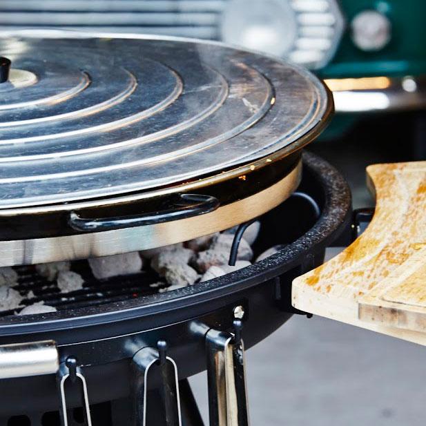 専用フタ|大勢で食べられるパエリアを始め、ハンバーグやソテー、焼きそばといった鉄板料理を楽しめる「BBQグリル」