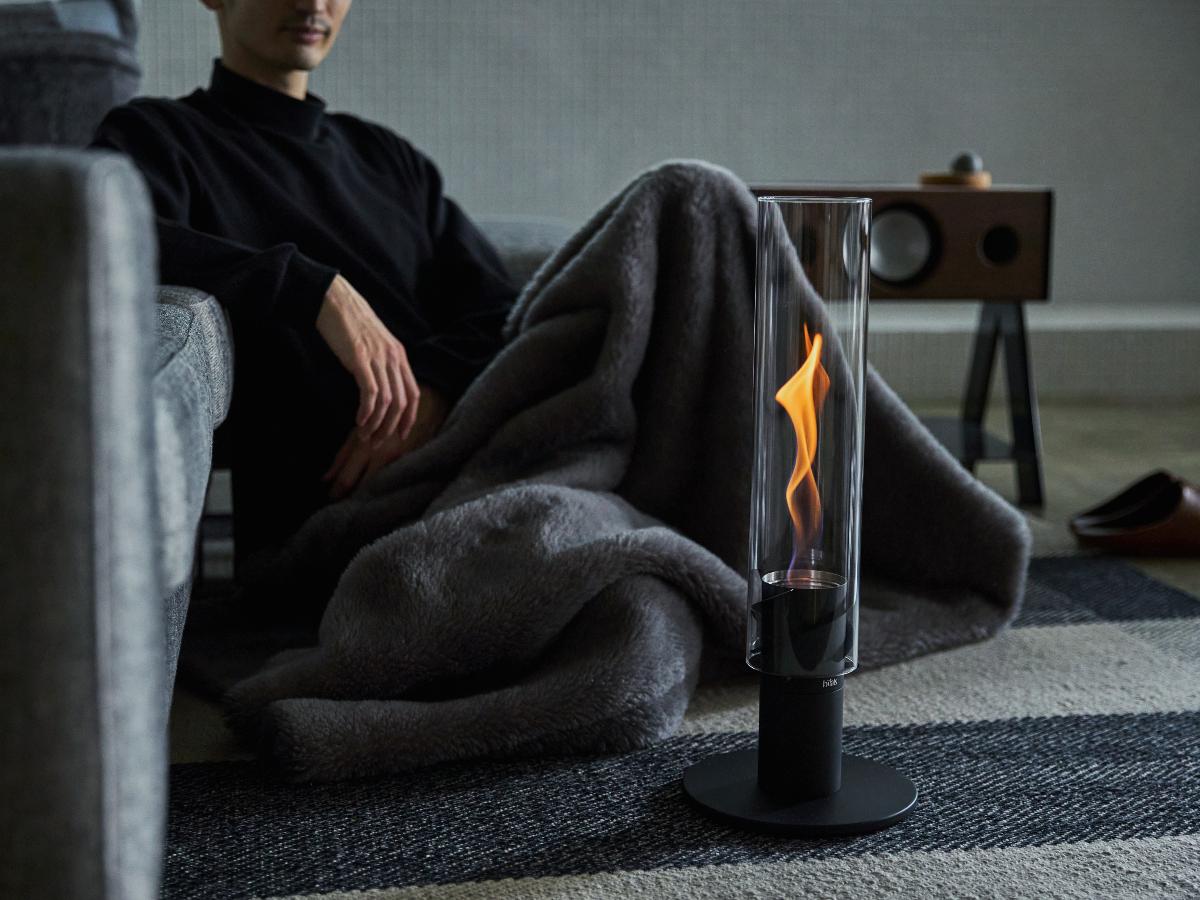 床・デッキに置いて楽しむ|風を取り込んで炎が5倍になる卓上焚き火、ニオイ・煙・燃えカスが出にくい専用バイオエタノール燃料つきランタン|Höfats(フォーファッツ)