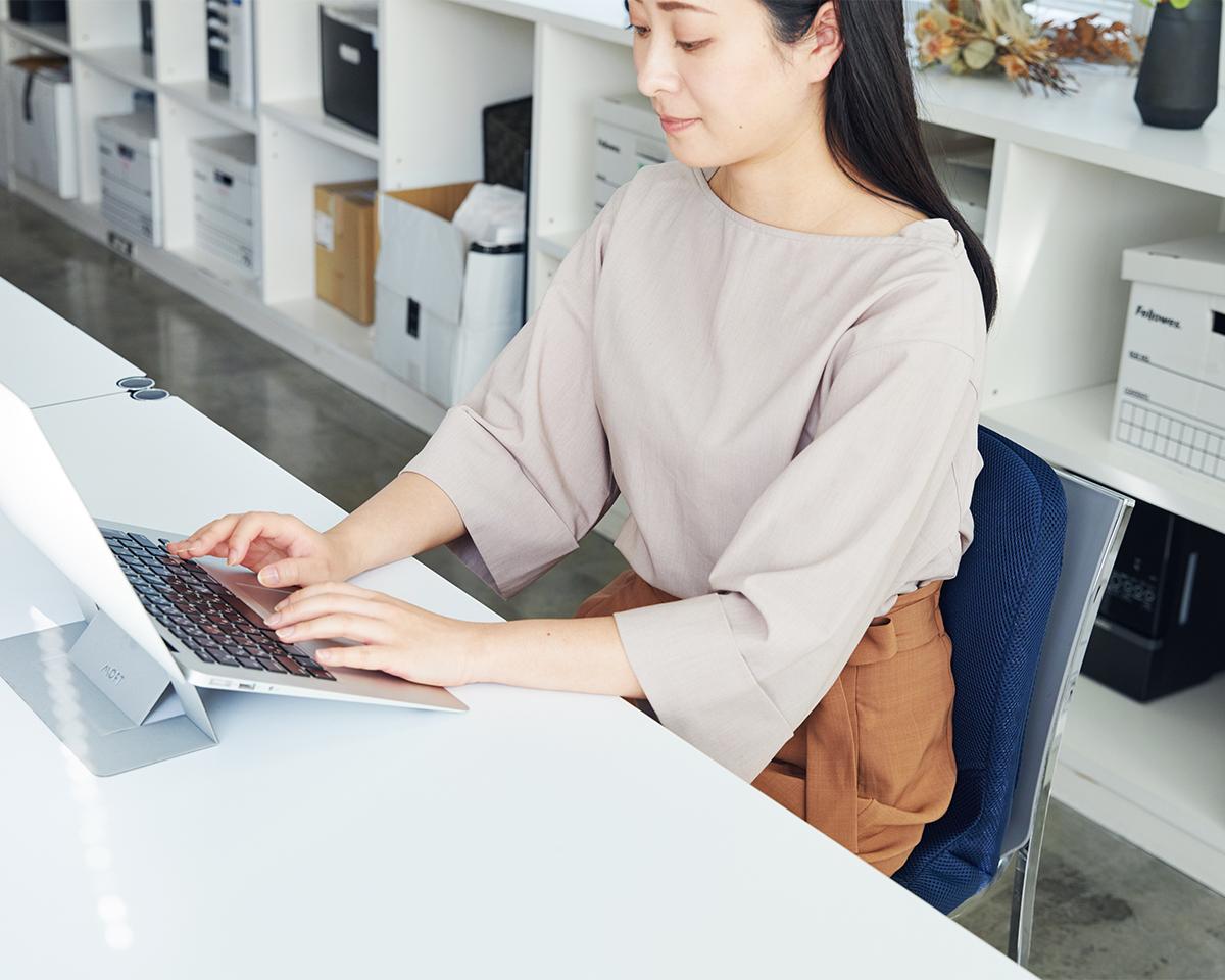 疲れにくいから仕事に趣味に集中できる。驚くほど腰がラクなのに、正しい姿勢が習慣化する「チェアシート(椅子クッション)」|P!nto