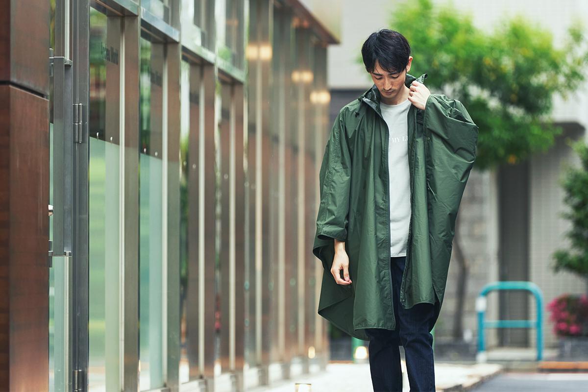 蒸れにくさも◎、傘メーカーの人気作。雨の日も両手フリー、濡れない、蒸れにくい「ポンチョ」|U-DAY PONCHO(ユーデイ ポンチョ)