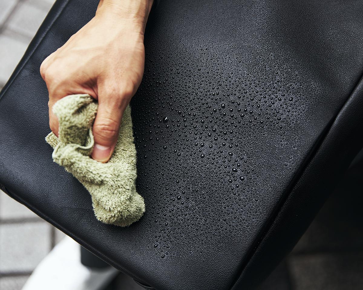 お手入れいらずの防水・撥水レザー|防水レザー、超軽量、直感ポケット付きの日本製レザーバッグ|PCバッグ・トートバッグ・リュック・バックパック|FARO(ファーロ)