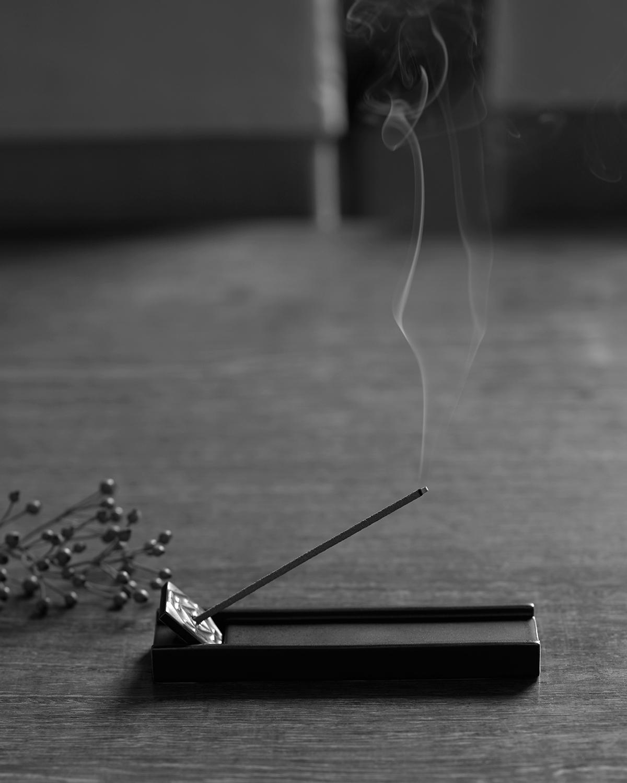 香りひとつで、エグゼクティブ空間に誘われる感覚になる。空間の質と景色が変わったように感じるインセンススティック(お香)|KITOWA