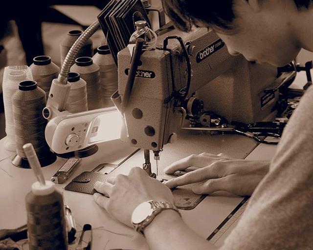 日本の職人が丹精込めて作った、上質なレザーの「マグネット付きキーホルダー」