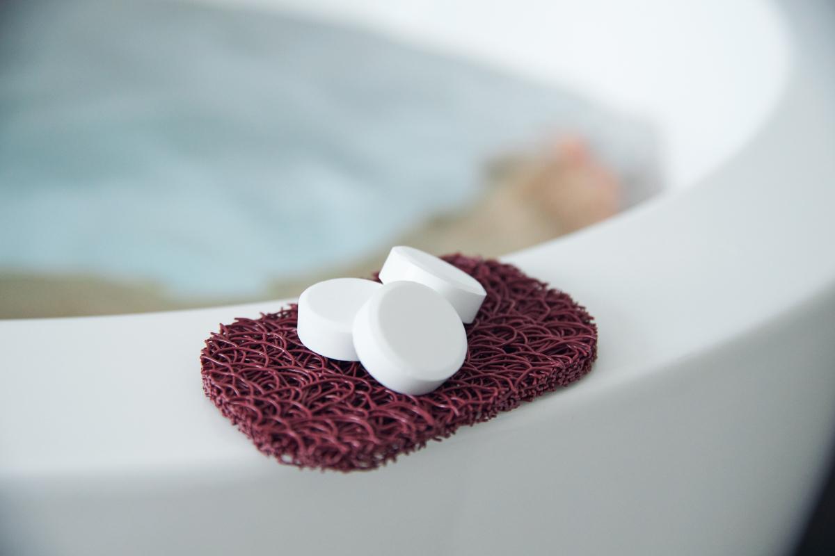 自宅で「温泉旅」の気分。体のすみずみまで温まって、驚くほど湯冷めしにくい。肩こりはスッと抜けるよう。肌も不思議なくらいツルン。重炭酸湯のタブレット入浴剤|薬用Hot Tab(ホットタブ)