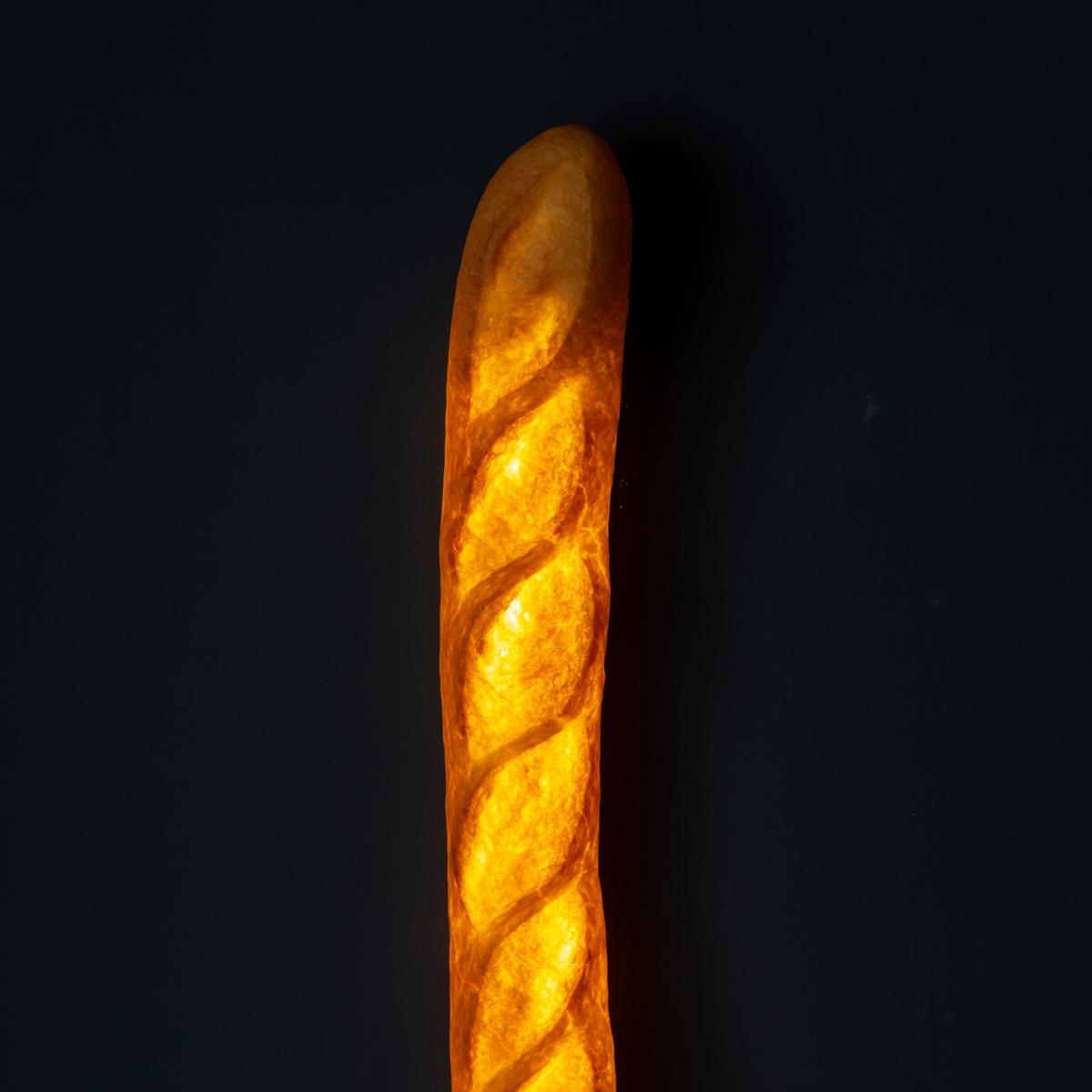 本物のパンを使ったおしゃれでユニークなデザイン。あたたかな光の置くだけで明かりのオンオフができる「ライト・ランプ・間接照明」|モリタ製パン所「パンプシェード」