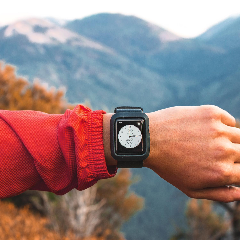 「ちょっと先の未来」を見据えたモダンな技術・素材・品質を追求。落下・衝撃・水濡れに強い、タフケース一体型Apple Watchバンド|LANDER Moab case+Band