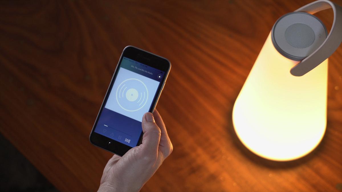 接続方法はかんたん。スマートフォンなどのモバイル機器から、Bluetoothまたはお手持ちのケーブルで接続するだけ。「音」と「光」の調和するワイヤレスHi-Fiスピーカー|Pablo UMA MINI