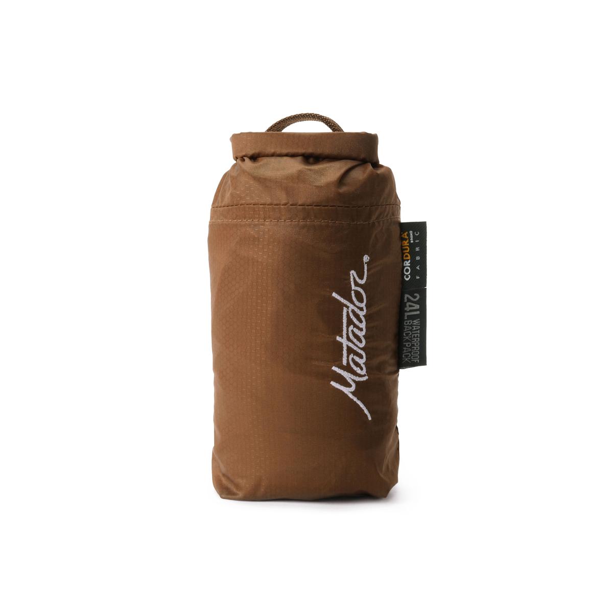 コンパクトだから、いつもの通勤バッグやオフィスのデスクに忍ばせて、いざという時に備える防災グッズとしてもおすすめのバックパック|Matador Freerain24 2.0