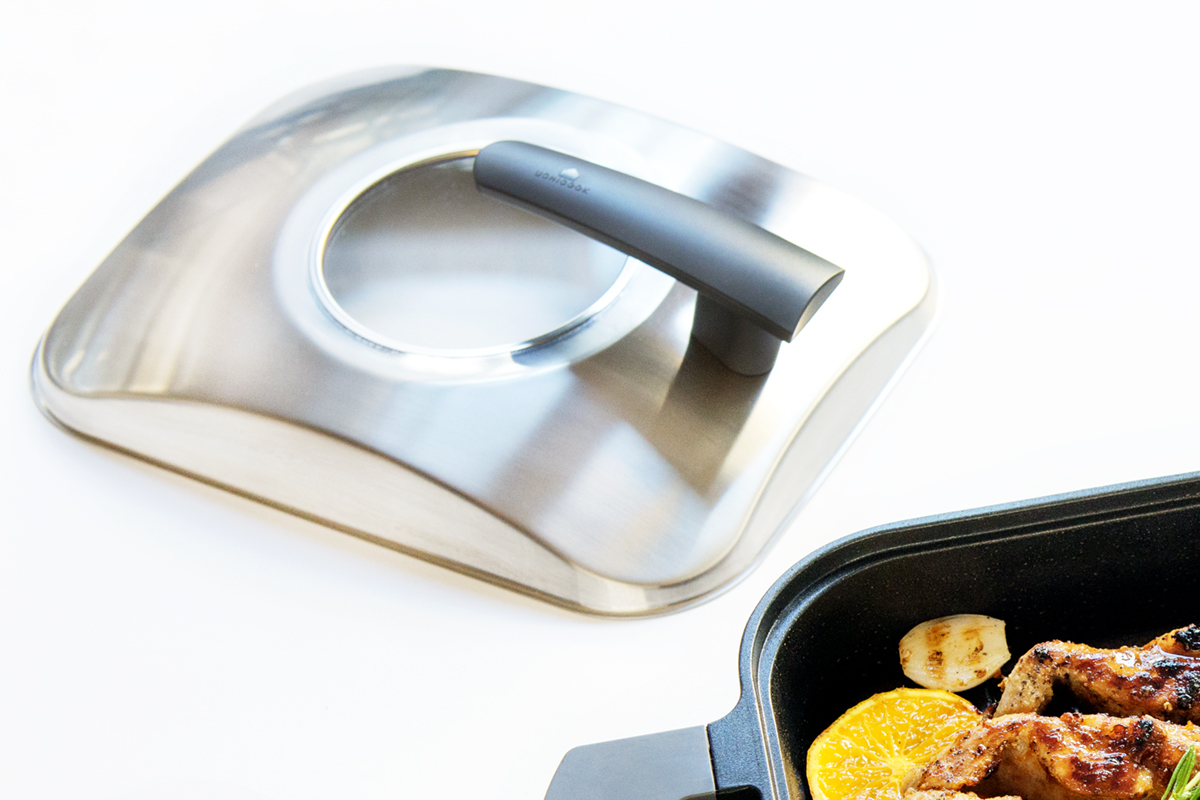 スタイリッシュで使いやすいデザインのフライパン感覚の蒸し焼きプレート|STEAM+GRILL