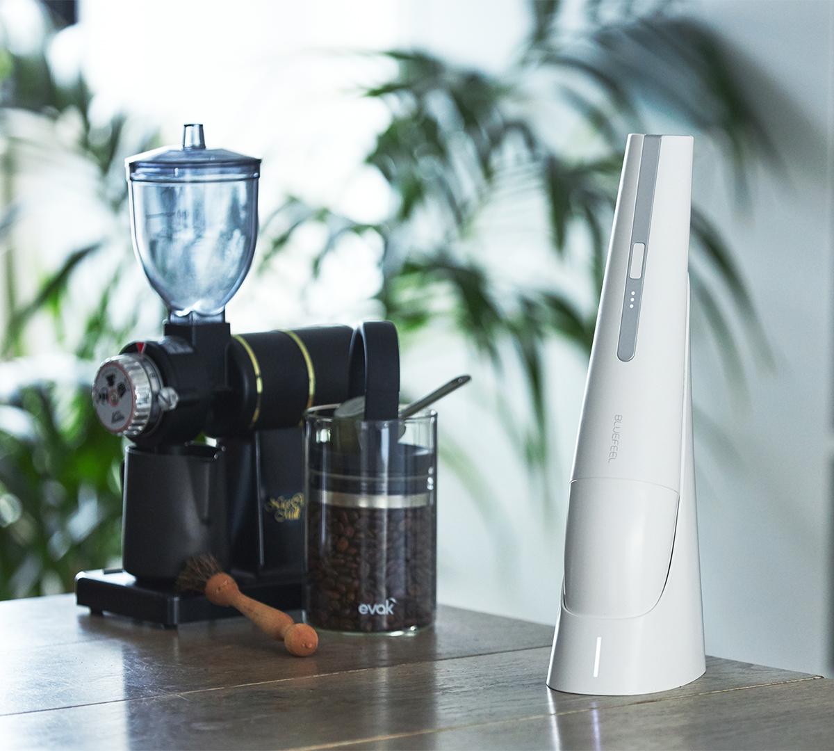 スタイリッシュでおしゃれな掃除機。リビングに馴染むデザイン、ゴミに気づいたら即ハイパワーで吸引できる「ハンディクリーナー」|MONTANC(モンタン)