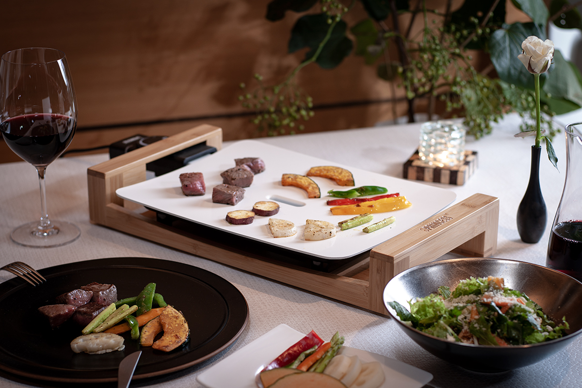 一人飲み派にもおすすめ。プレート自体が保温性に優れているので、美味しさが長持ちするホットプレート|PRINCESS社 Table Grill Mini