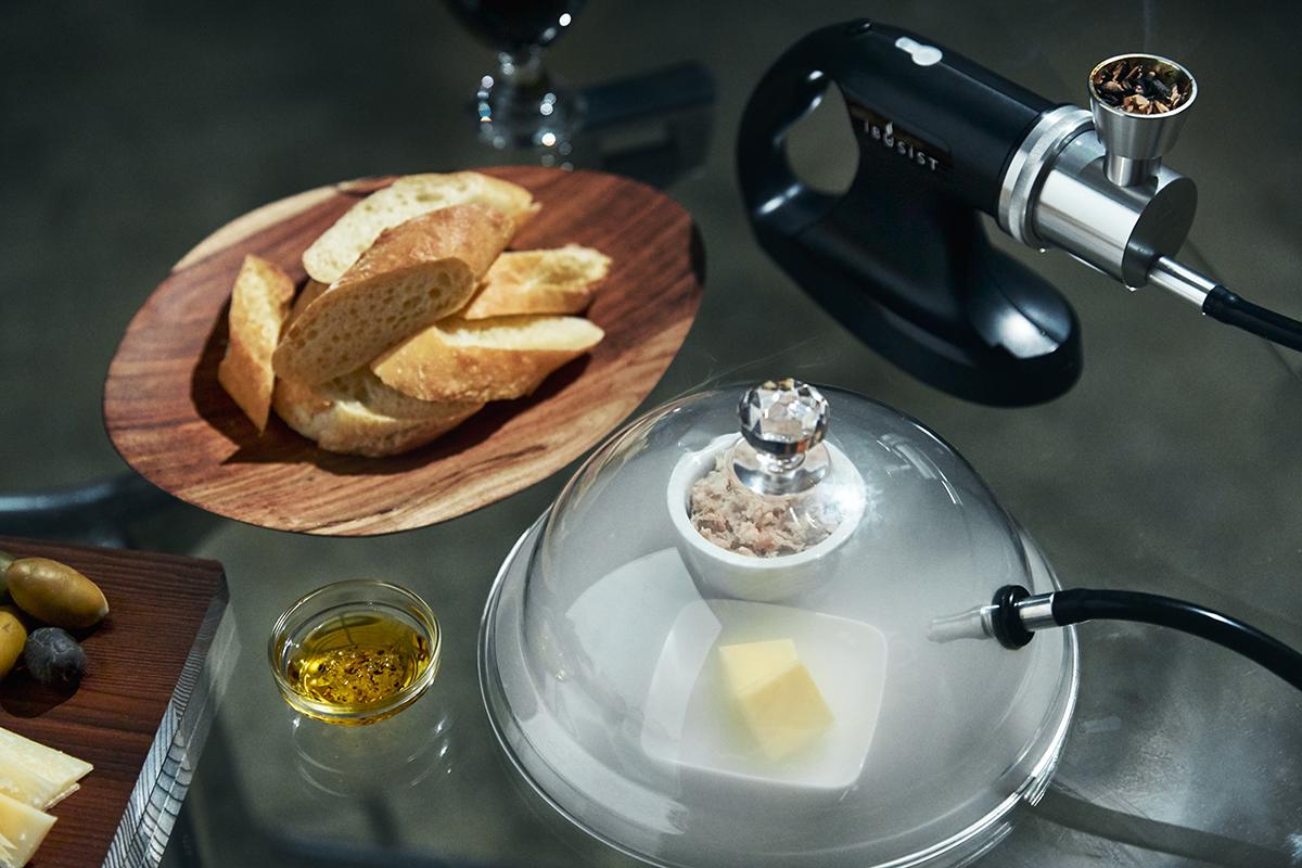 バター・オリーブオイル・塩・胡椒などの燻製調味料。どんな食材にも燻製との相性を見つけ出せる楽しさ。誰でも手軽にできて、感動的に変化する「燻製器」IBSIST(イブシスト)