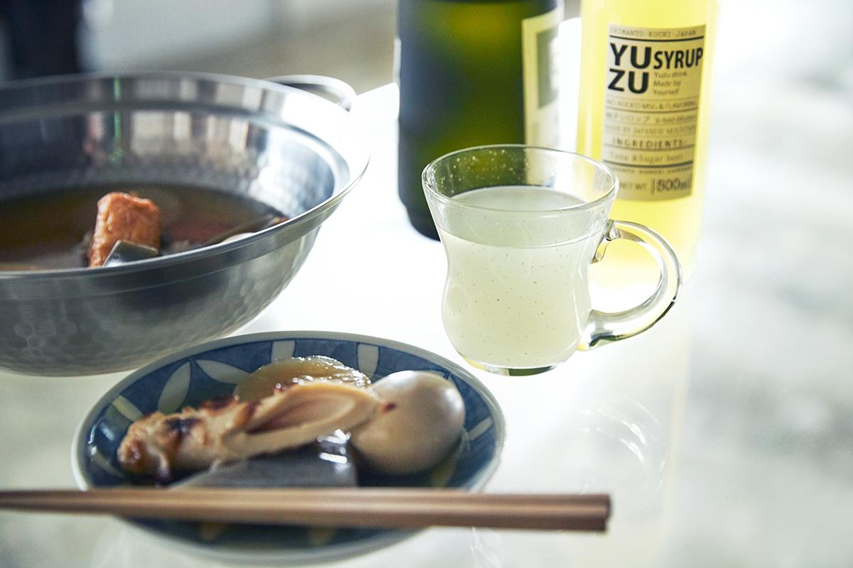 いつものハイボールや焼酎、ビール、紅茶に入れるだけで、本格バーの味わいに変わる「ゆずシロップ」|YUZU SYRUP