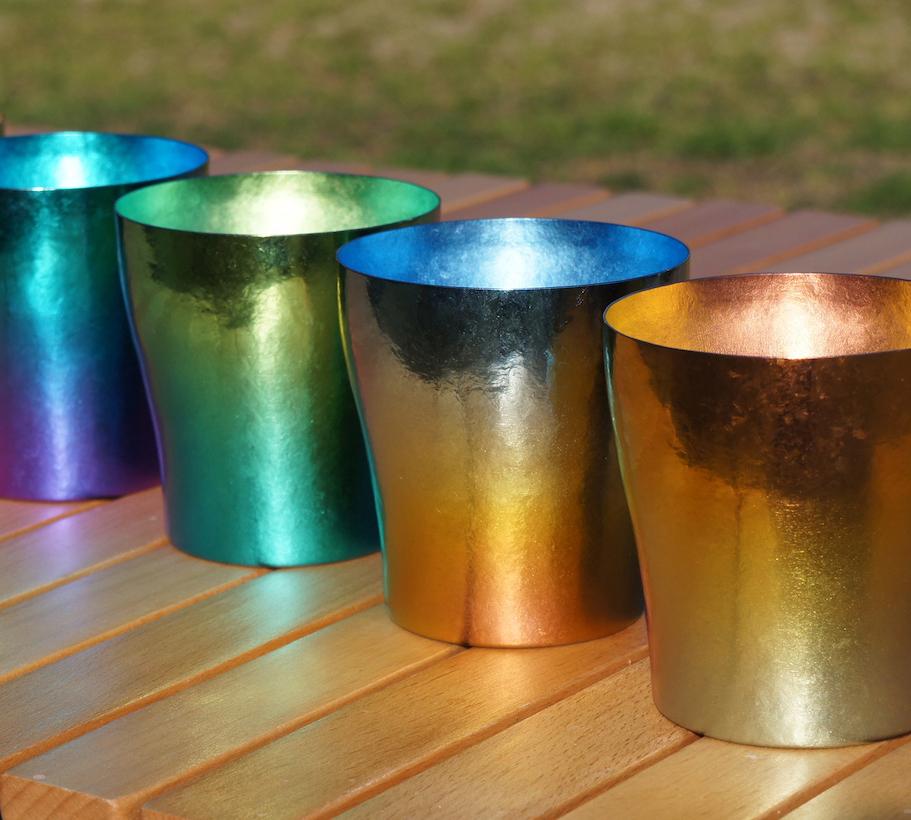 HORIE独自の技術によって「虹」と同じ原理で発色させた、鮮やかで美しい色合を実現させた「純チタンタンブラー」(250cc) | 燕三条