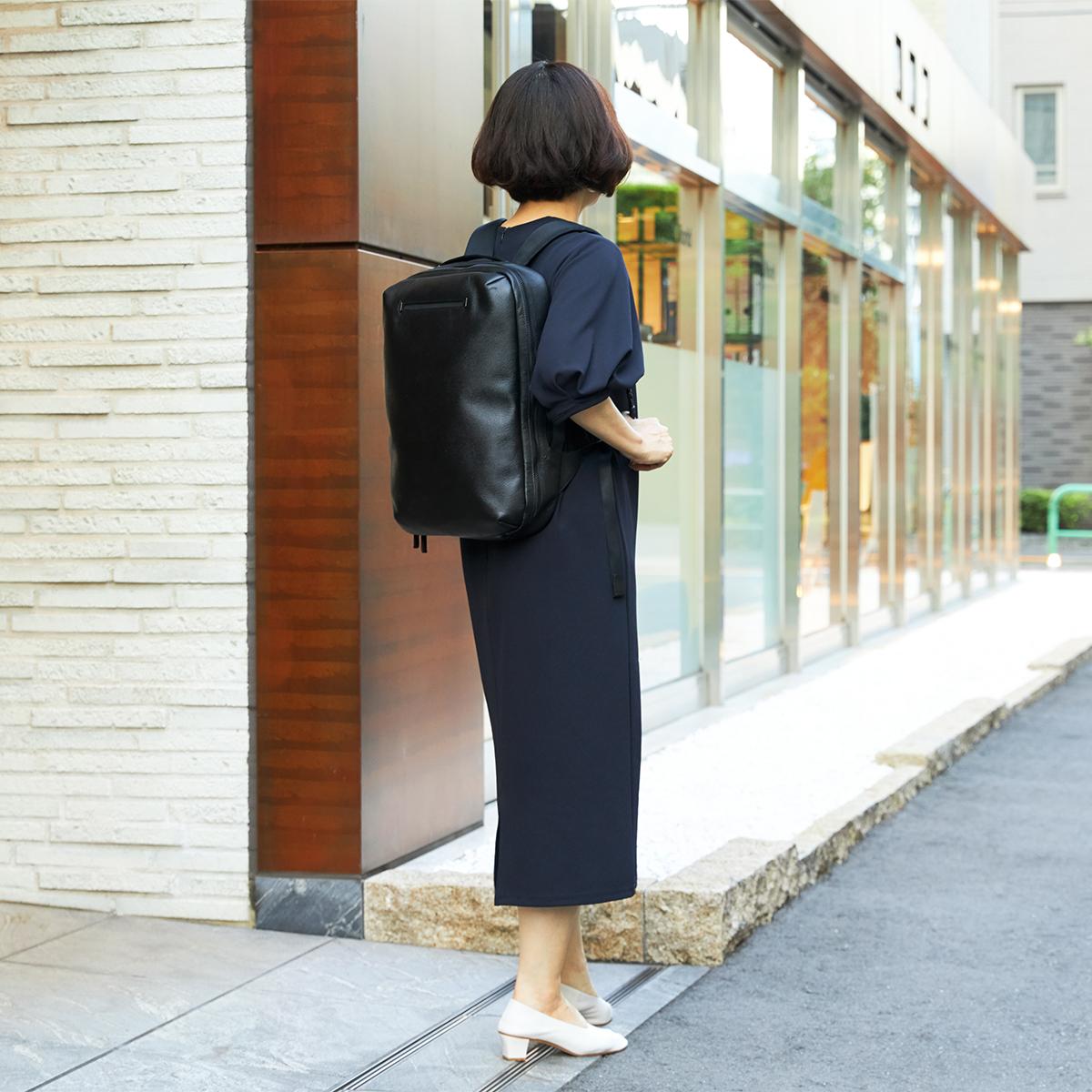 ビジネススーツにも、カジュアルスタイルにも、しっくり馴染む、懐の深いシンプルさ。 防水レザー、超軽量、直感ポケット付きの日本製レザーバッグ PCバッグ・トートバッグ・リュック・バックパック FARO(ファーロ)