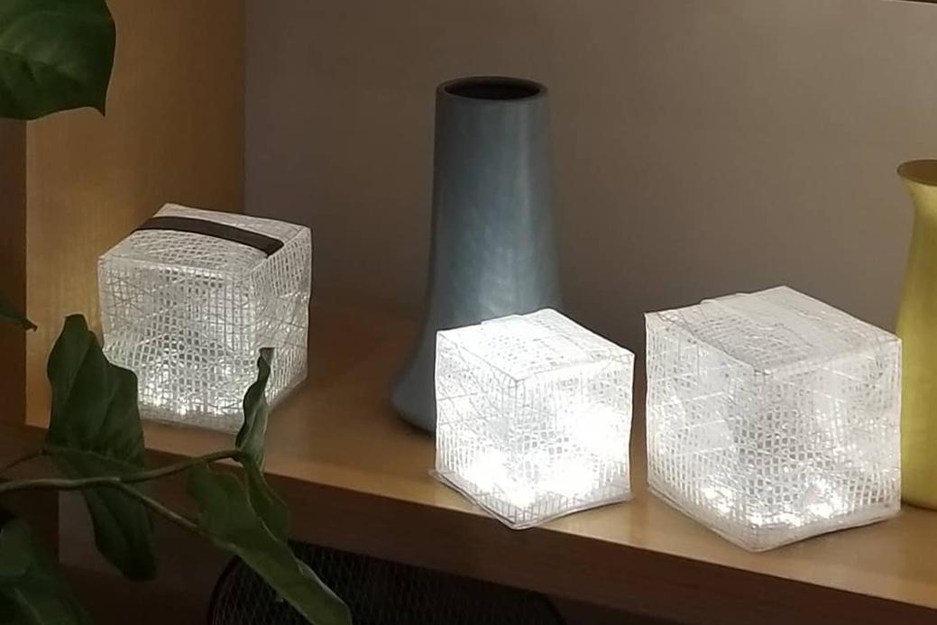 ソーラー充電式の畳めるランタン型のライト|carry the sun(キャリー・ザ・サン)