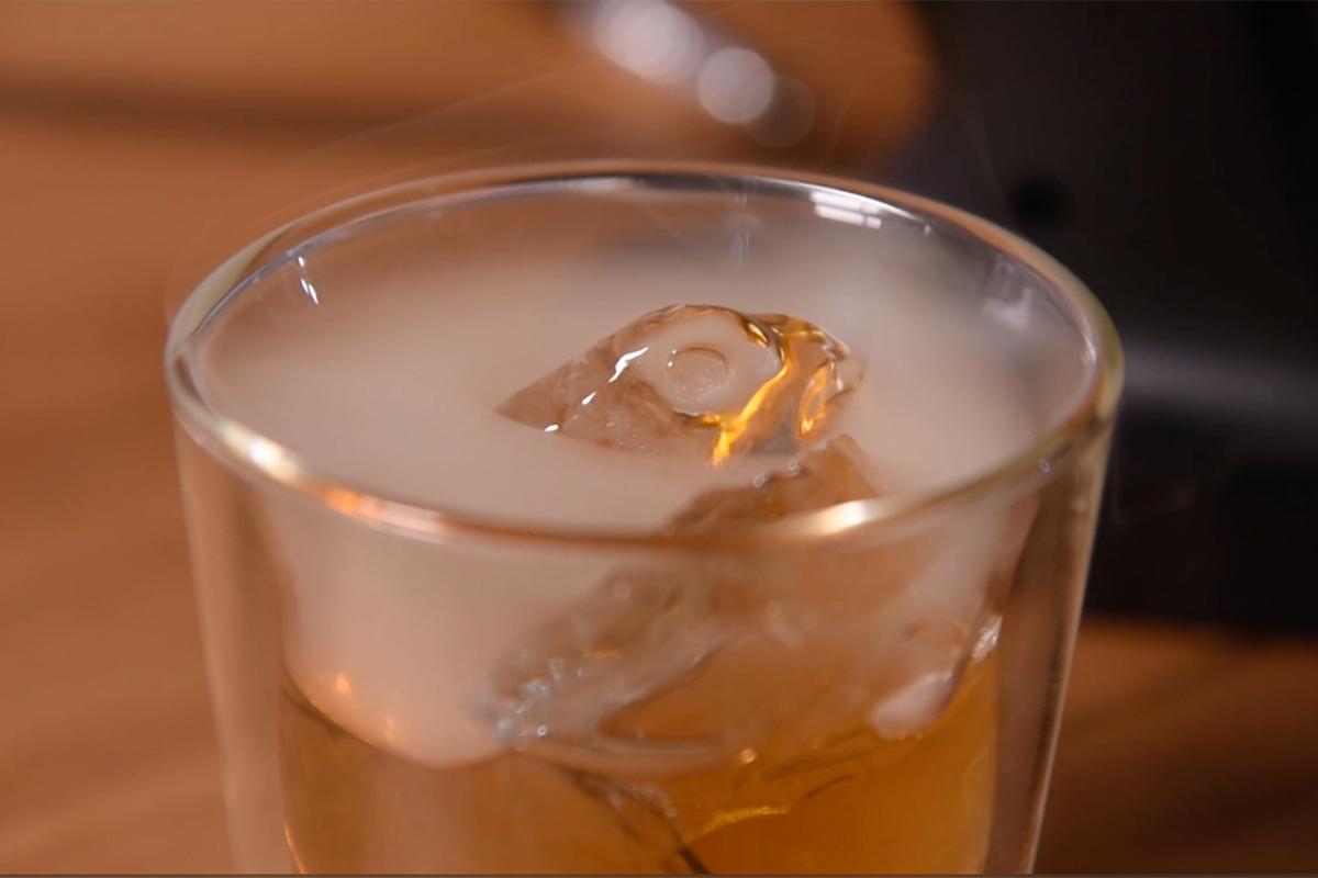 ウィスキーやワイン、ビールの燻製。誰でも手軽にできて、感動的に変化する「燻製器」IBSIST(イブシスト)