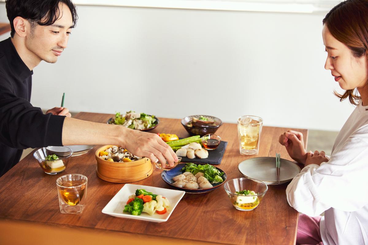 料理の手間はグンと減るのに、舌もお腹も大満足。本物の白だしがあなたの暮しに心の余裕をくれます。|日本で唯一の有機白醤油と枕崎産本枯節を使った「白だしの元祖」万能調味料|七福醸造の元祖料亭白だし