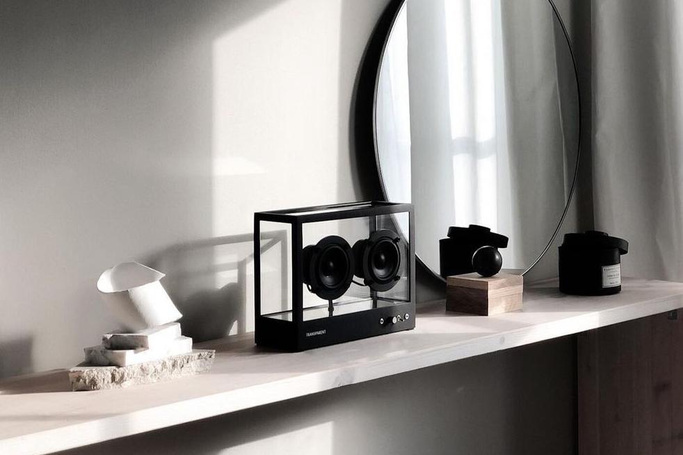 スピーカー本体を長年使い続けながら、サウンド機能はいつでも最新にできる。ガラスとスピーカーユニット2つだけ、美しい佇まいの「Bluetoothスピーカー」|TRANSPARENT SPEAKER(トランスペアレント スピーカー)