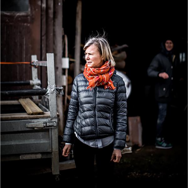 農園に暮すデザイナーのマルティーヌ・ビヴォエ達にとって、ストールは、ずっと一緒に過ごしてきた、とても身近な存在「ストール・マフラー」|MOISMONT(モワモン)