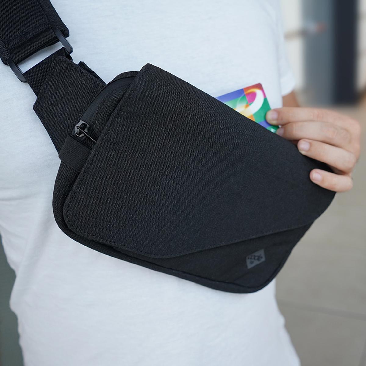 スキミング防止のため、RFID保護レイヤーを搭載したカード情報盗難を防止(スキミング防止)のRFID保護レイヤーを搭載したスーツケース構造のバックパック・ブリーフケース・メッセンジャーバッグ