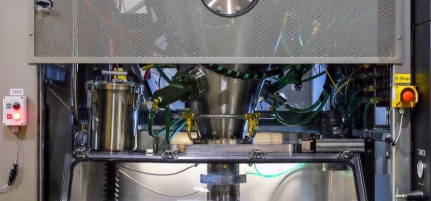 技術を結集させた「マトリックス系パウダーハイス鋼」を採用。極薄刃でストレスフリーな切れ味、野菜・肉・魚に幅広く使える「包丁・ナイフ」|hast(ハスト)